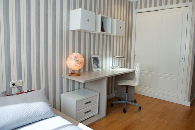 dormitorio juvenil mesa estudio con mesita dos cajones