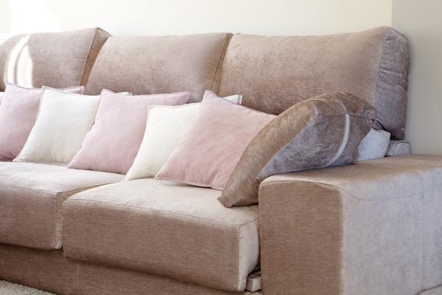 Mesita de noche tapidecorblog - Sofa color arena ...