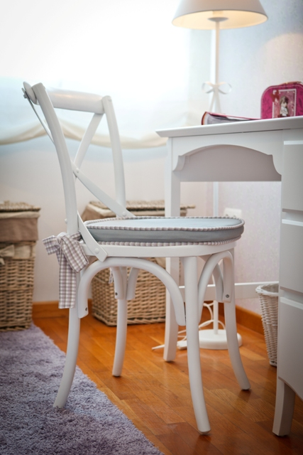 Dormitorio juvenil silla aspa lacada en blanco con cojin - Tapidecor alzira ...